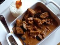 Auberginen-Kokos-Walnuss-Curry, dazu Basmati-Reis