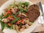 Selbst zusammengestellter, frischer Salat