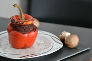 Rote Paprika mit roter Füllung